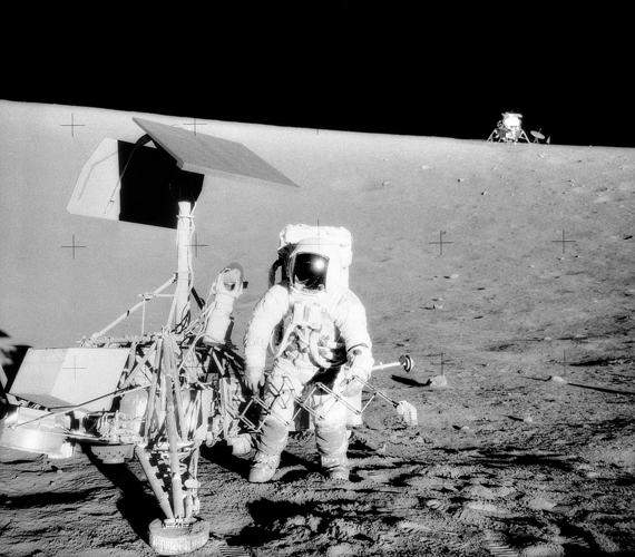 1169px-Surveyor_3-Apollo_12