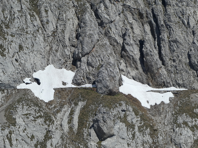 Matthorn_2019_view_to_the_closed_trail_to_the_Tomlishorn_summit